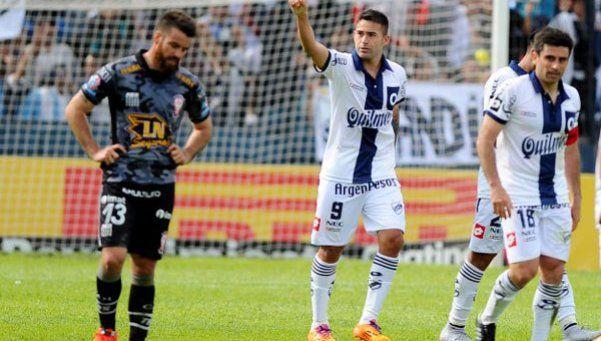 Quilmes venció a Huracán y lo complicó con el descenso