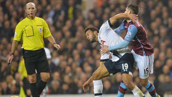 Video | El árbitro inglés que celebra los goles del Tottenham