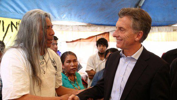 Macri visitó el acampe de los Qom en pleno centro