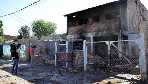 """Quemaron y demolieron la casa de los """"Bin Laden"""""""