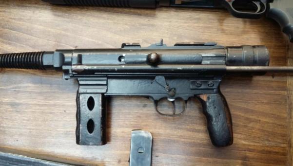 Avellaneda: detuvieron a joven con un arsenal en su casa