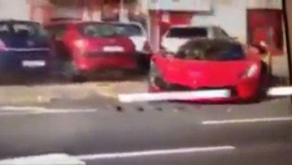 Compró una Ferrari y la chocó al salir de la concesionaria