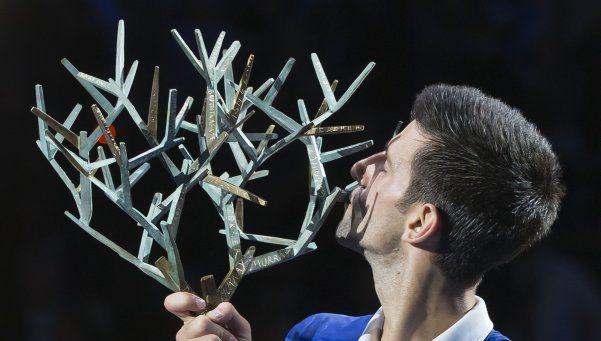 Djokovic gana el último Masters del año y se encamina a Londres