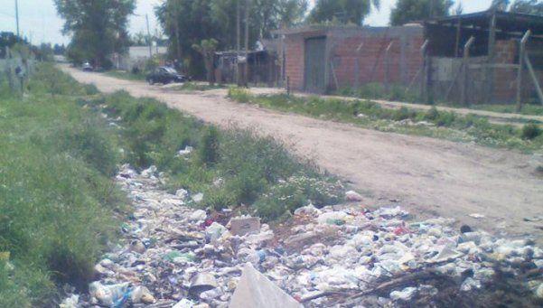 Cansados de basural en esquina de El Tropezón