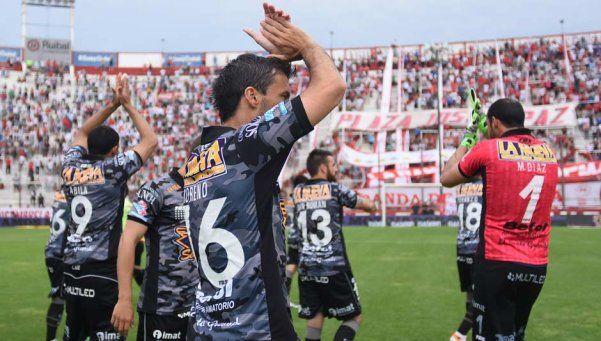 Huracán sufrió ante Belgrano, pero seguirá en Primera
