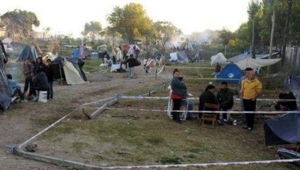 Denuncian masiva usurpación de tierras en Merlo