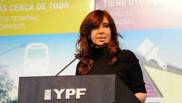 Cristina: Ya pagamos por uso de tarjetas en el exterior lo mismo que costó YPF
