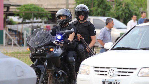 Fuerzas de seguridad vigilan las tierras tomadas en Merlo