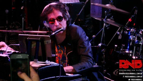 Charly volvió a tocar en vivo en el homenaje a García López