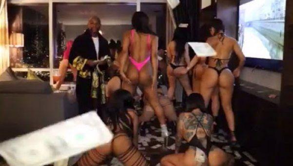 Video | Mayweather festeja con dólares al aire y mujeres bailando