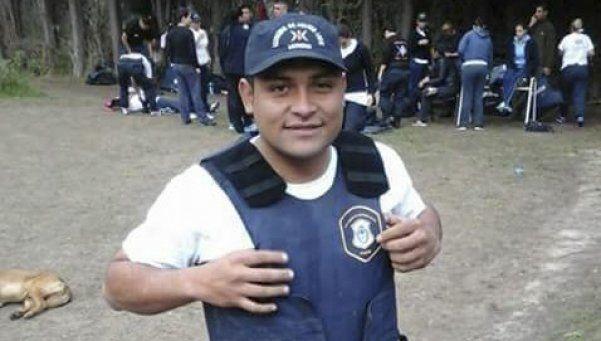 Mataron a un policía de, al menos, tres tiros en la espalda