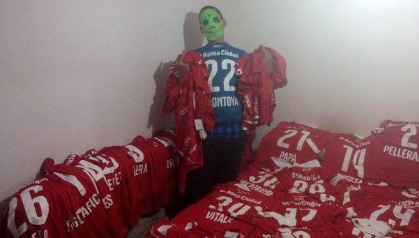 Bebote Álvarez convoca a votar a Macri y seduce con camisetas