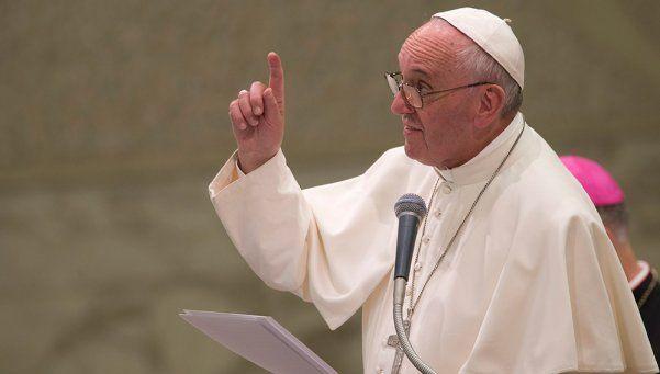 Francisco y el Vaticano condenaron los atentados en Francia