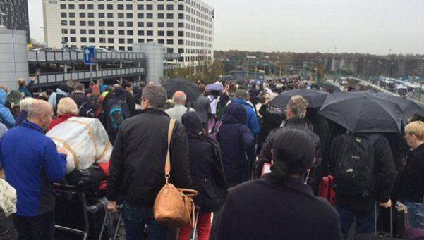 Londres: evacuaron el aeropuerto de Gatwick por paquete sospechoso