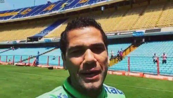¿Dani Alves es de Boca? El lateral mostró su amor por La Bombonera