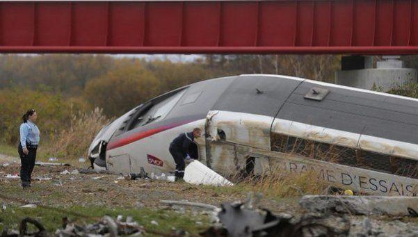 Descarriló un tren en Francia: al menos diez muertos