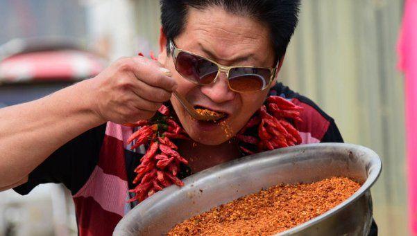 Un hombre come desde hace 10 años dos kilos de ajíes por día
