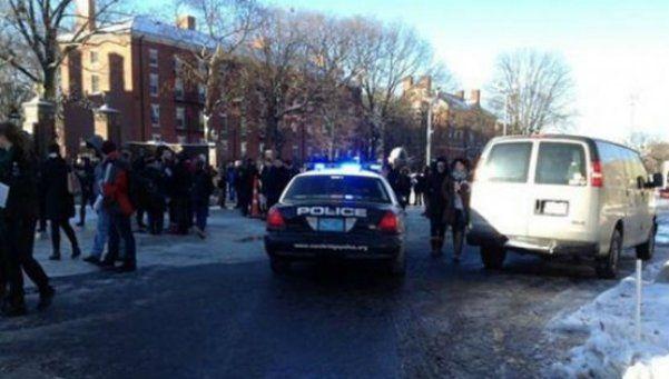 Evacúan la universidad de Harvard por una amenaza de bomba