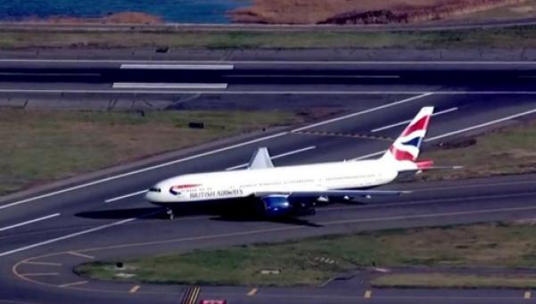 Terror en avión por pasajera enajenada en pleno vuelo