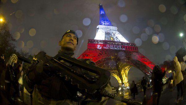 Reabrió la Torre Eiffel tras adaptar su dispositivo de seguridad