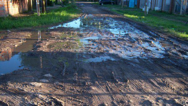 Sin agua, cloacas ni asfaltos en el Barrio Parque, de Allan
