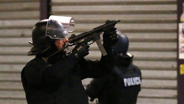 París: una mujer se inmoló en enfrentamiento con la Policía