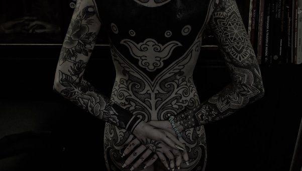 Candelaria Tinelli mostró su gigantesco tatuaje hot terminado
