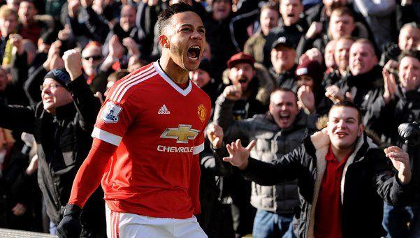 El United sufrió pero ganó y se subió a la punta de la Premier