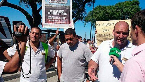 Trabajadores tercerizados cortan la Costanera
