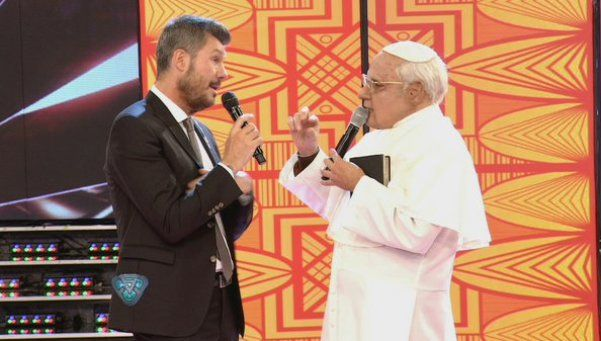 Tinelli saludó a Macri y recibió al Papa Francisco, De la Rúa y Riquelme