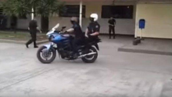 Filmó el accidente de policías en moto y ahora puede ir preso