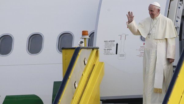 Francisco llegó a Uganda, segundo destino en su viaje a África