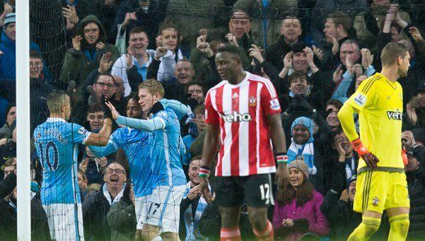 El City, con Agüero, hizo la tarea y le metió presión al United