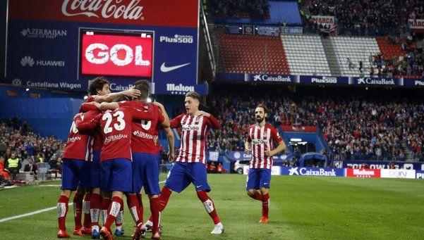 Atlético Madrid venció al Espanyol y no le pierde pisada al Barsa