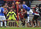 Funes Mori metió su primer gol en la Premier y se ganó a los hinchas