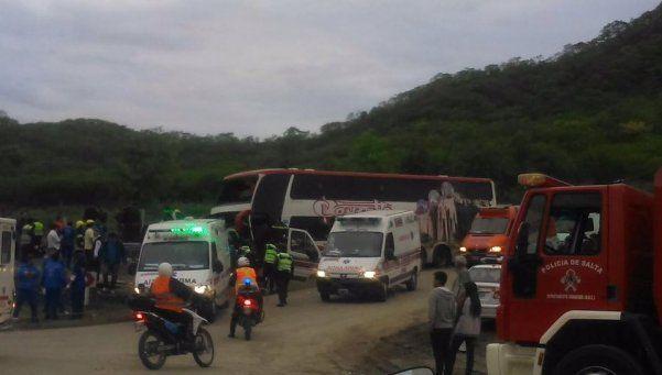 Un micro se accidentó en Salta: más de 40 heridos