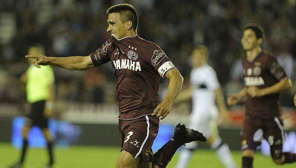 Lanús venció a Gimnasia con polémica y se acercó a la Sudamericana