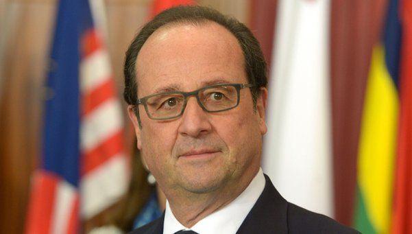 Hollande felicitó a Macri y anunció visita al país en febrero