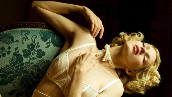 Madam Jenette mostró su cuerpo desnudo (y sus axilas sin depilar)