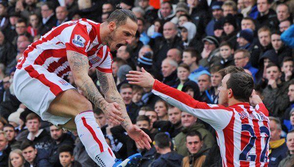 El Stoke bajó al City, que perdió la punta de la Premier
