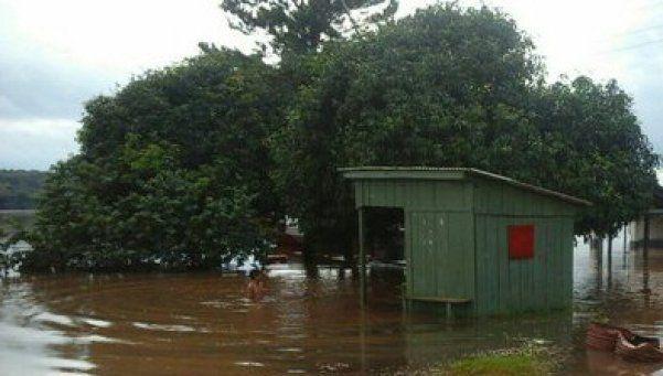 Evacuados y pueblos aislados por crecida del Paraná