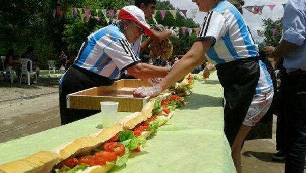 Córdoba: hacen un choripán de 160 metros y aspiran a ser récord