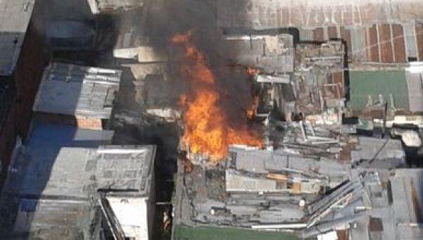 Abasto: desquiciado incendió conventillo tras ser desalojado