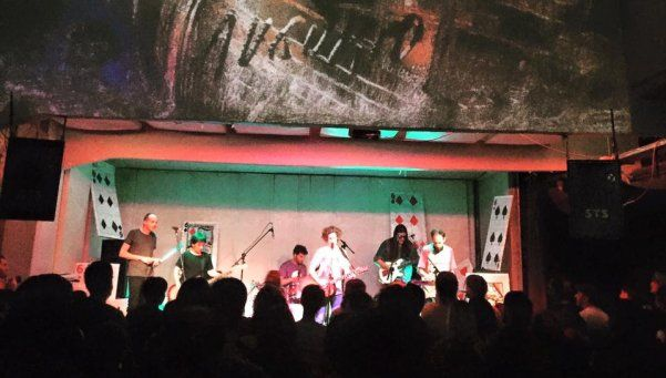 Sr. Tomate presentó Augurio y demostró ser una señora banda en vivo