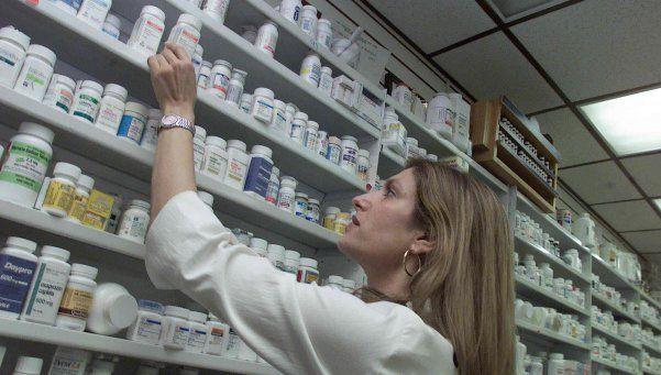Acuerdan con laboratorios nacionales baja de precios en medicamentos