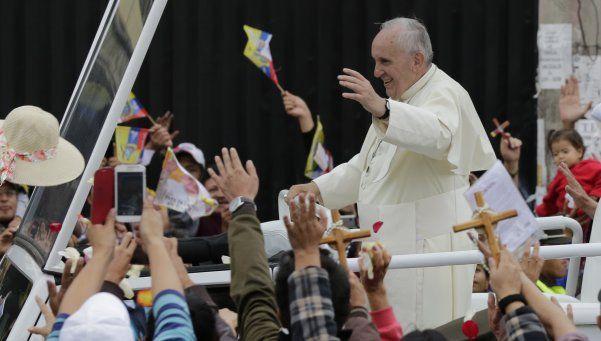 """Francisco instó a movimientos populares a """"trabajar por la dignidad de los humildes'"""