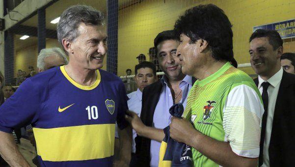 Achica diferencias: Macri jugó al fútbol con Evo y se junta con Massa