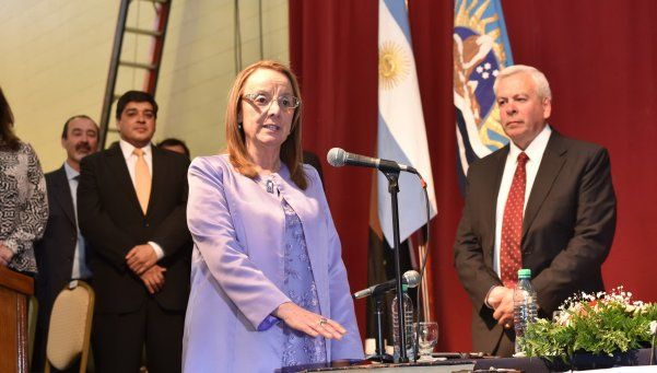Alicia Kirchner juró como gobernadora de Santa Cruz
