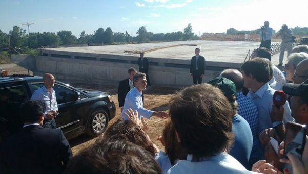 El primer acto de Macri, en una ruta cerrada por inundaciones