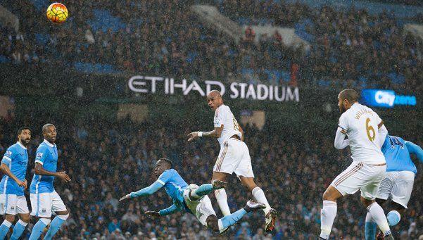 Sin Agüero, Manchester City sufrió, pero ganó y se recuperó